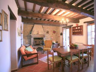 6 bedroom House with Internet Access in Lisciano Niccone - Lisciano Niccone vacation rentals
