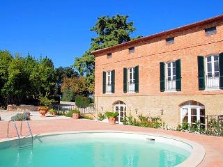 Perfect 5 bedroom Montisi House with Internet Access - Montisi vacation rentals