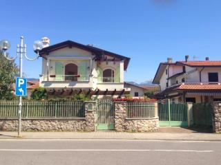 Cozy 3 bedroom Villa in Cinquale - Cinquale vacation rentals