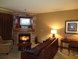 Lodge 302 Hotel Suite with kitchenette. Sleeps 4. Balcony. WIFI and Cable TV. - Stanley vacation rentals