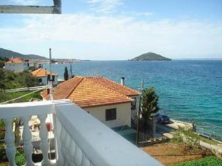 Bright 2 bedroom Kali Apartment with Television - Kali vacation rentals