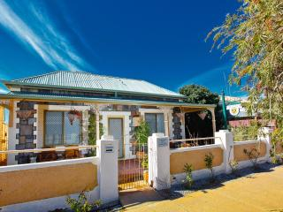 Cozy 2 bedroom Cottage in Broken Hill with Internet Access - Broken Hill vacation rentals