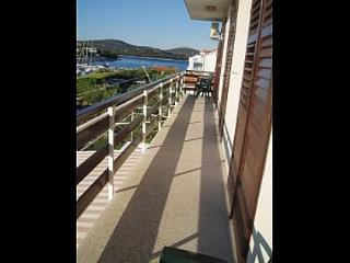 Romantic Apartment with Television and Satellite Or Cable TV - Jezera vacation rentals