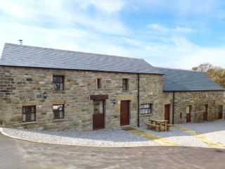 SPINNEY, ground floor cottage, romantic retreat, luxury accomodation, walks from door, near Holymoorside and Chesterfield, Ref 919377 - Holymoorside vacation rentals