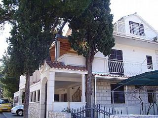 Bright 3 bedroom Mirca Apartment with A/C - Mirca vacation rentals