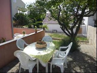 35144 H(4+3) - Petrcane - Ugljan vacation rentals