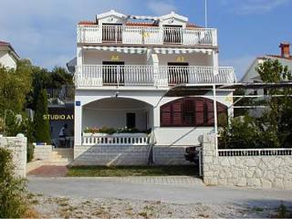 35197  A4(2+2) - Razanj - Razanj vacation rentals