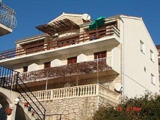 1995  R3(2) - Milna (Hvar) - Milna vacation rentals