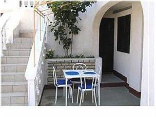 Nice Condo with Television and Satellite Or Cable TV - Jezera vacation rentals