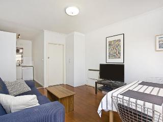 Sunny, Bright and Central St Kilda 2br! - St Kilda vacation rentals