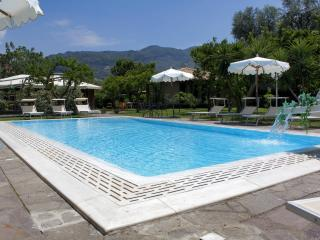 Pretty apartment in complex with pool and garden - Sorrento vacation rentals
