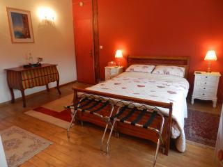 Le Grand Chemin (Burgundy Room - Montcaret vacation rentals