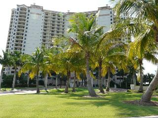 Naples condo w/ heated pool in gated community just minutes from Marco Island - Naples vacation rentals