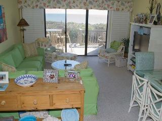 Wonderful Oceanfront Condo with views and great amenities! - Pine Knoll Shores vacation rentals