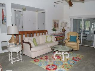 Beautifully Decorated Soundside Condo with 3 Bedrooms! - Pine Knoll Shores vacation rentals