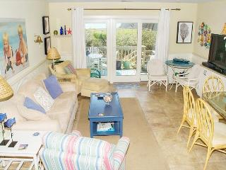 Tastefully Decorated 4BR Oceanfront Condo! - Pine Knoll Shores vacation rentals