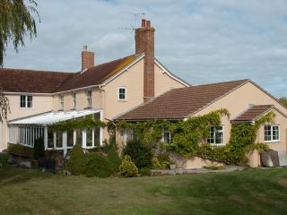 Comfortable Farmhouse Barn with Internet Access and Television - Sturminster Newton vacation rentals