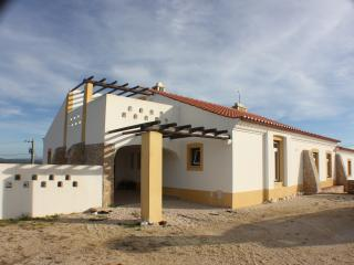 Cozy 3 bedroom House in Sao Teotonio with Mountain Views - Sao Teotonio vacation rentals