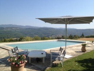 LA PEYRIERE Bastide Provençale dans le Luberon - Apt vacation rentals