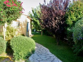 T2 La Coudoulière avec jardin - Six-Fours-les-Plages vacation rentals
