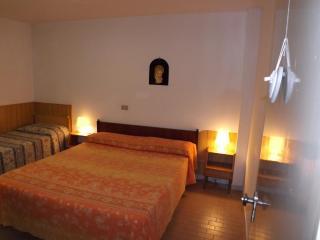 Appart.- GIGLIO -Case del Mare - San Mauro a Mare vacation rentals