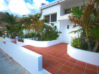 Sugar Bird Townhouse Apartment with Ocean View - Philipsburg vacation rentals