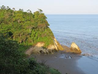Punta Pacifica Oceanfront Guesthouse - Jama vacation rentals