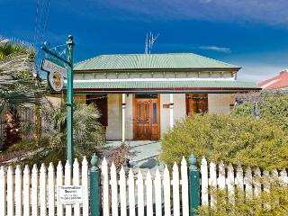 3 bedroom Cottage with Internet Access in Broken Hill - Broken Hill vacation rentals