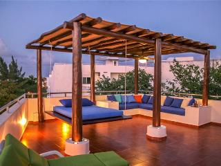 Great 2 Bedroom Penthouse in the heart of Playa del Carmen - Playa del Carmen vacation rentals