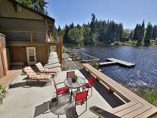 Inviting, Lakefront, modern home with impeccable views! 3 Bedrooms-Langley - Langley vacation rentals