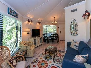 19 Night Heron - Cute, 1 Bedroom Cottage - 5 minutes walk to the beach - Hilton Head vacation rentals