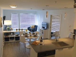 """ Bamboo Alley"" Luxurious Condo from $165.00 CAD/night include secure parking - Victoria vacation rentals"