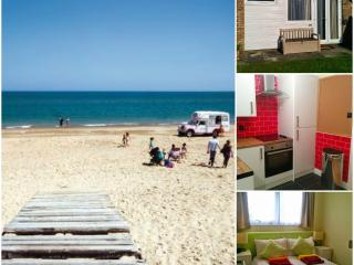 Luxury Renovated Dog Friendly Chalet - Hemsby - Hemsby vacation rentals