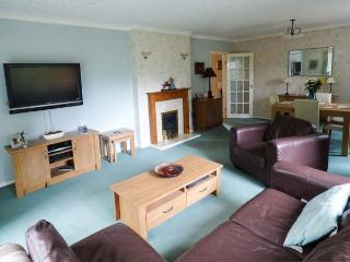 TREETOPS, ground floor apartment near shops, pubs, restaurants and beach in Rhos-on-Sea, Ref 917282 - Rhos-on-Sea vacation rentals
