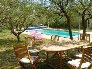 Nice Guest house with Internet Access and A/C - La Motte-d'Aigues vacation rentals