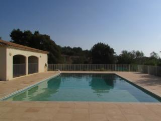 Residence Jardin du Golfe Apt C21 - Pay Securely - Plan de la Tour vacation rentals