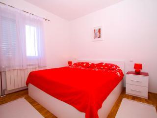 Apartment Zlatka A2 - Okrug Gornji vacation rentals