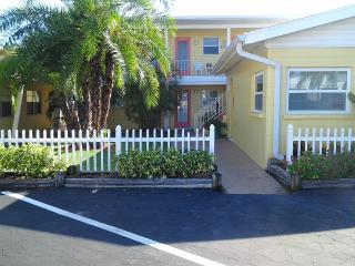 EbbTide#8 Siesta Cottage1BDR-2 BATHS!! Patio/Grill - Siesta Key vacation rentals