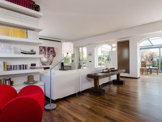 Scenographic flat with terrace - Milan vacation rentals