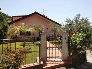 Bright 2 bedroom Villa in Motta Camastra - Motta Camastra vacation rentals