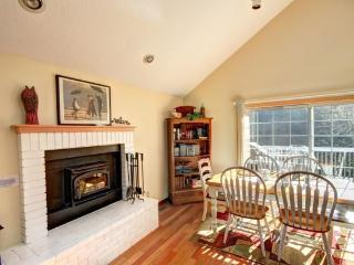 Cape Hideaway is a pet friendly Arch Cape gem 2 blocks to the beach 3 bedroom 2 bath sleeps 8 - 35582 - Cannon Beach vacation rentals
