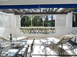 Superb 2 bed apt in prestigious Playas del Duque - Puerto José Banús vacation rentals