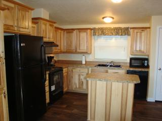 Yellowstone Wildlife Cabins - Fox Cabin -jet tub! - West Yellowstone vacation rentals