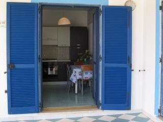 Bright 2 bedroom Villa in Isola Vulcano with Deck - Isola Vulcano vacation rentals