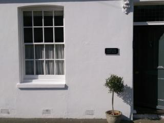 A very pretty 3 bed cottage, 100m from beach - Deal vacation rentals