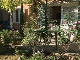1 bedroom Cottage with Internet Access in Beaumes-de-Venise - Beaumes-de-Venise vacation rentals