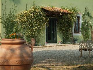Elegante casale di campagna - San Miniato vacation rentals