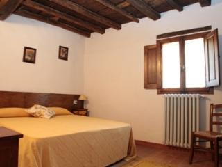 Cozy 2 bedroom Farmhouse Barn in Borgo San Lorenzo with Internet Access - Borgo San Lorenzo vacation rentals