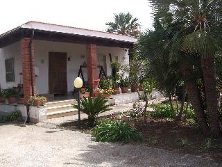 villetta indipendente con giardino - Guarrato vacation rentals