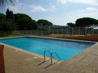 Pretty  2 bed house. Overlooking bay of St Tropez - Saint-Maxime vacation rentals